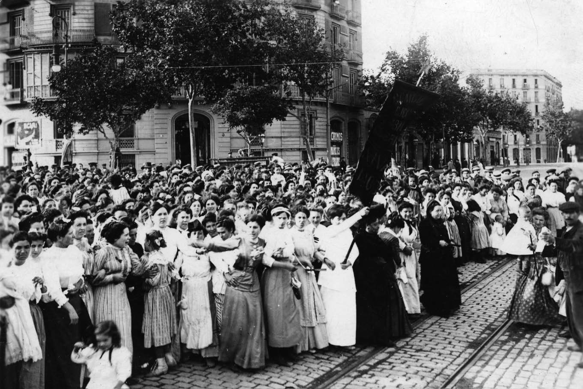 (12:00) Mujeres obreras en El Raval
